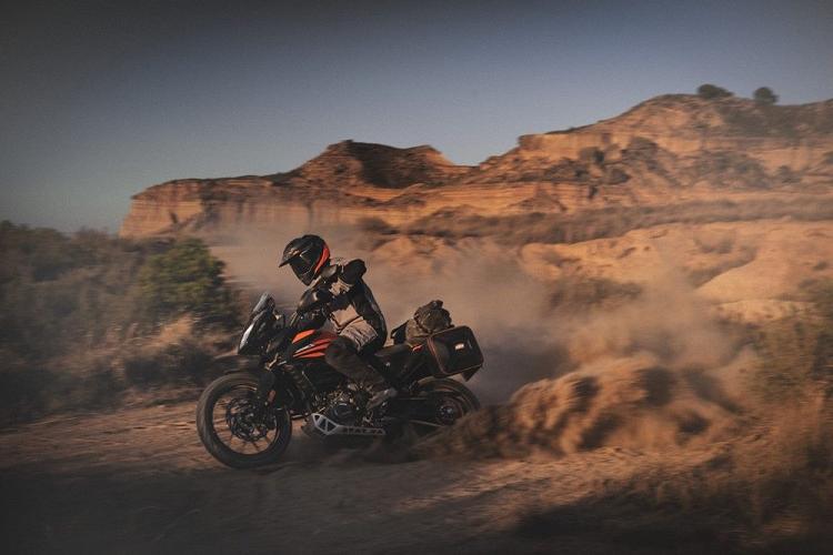 Xe viet da KTM 390 Adventure 2020 tu 97,4 trieu dong