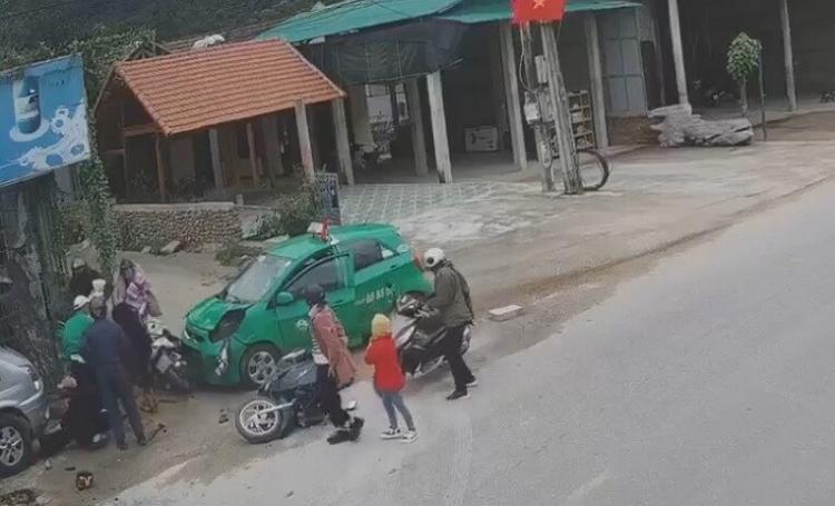 Taxi tong vao nhom nguoi di chuc Tet: Tinh hinh cac nan nhan va loi khai tai xe
