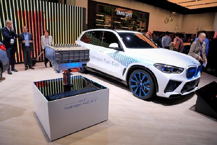 Xe sang BMW gia re chay nhien lieu hydro ban ra vao 2025