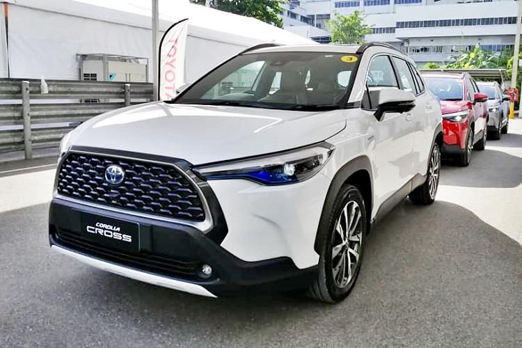 Toyota Corolla Cross ban 1.8 Sport sap ve Viet Nam co gi?
