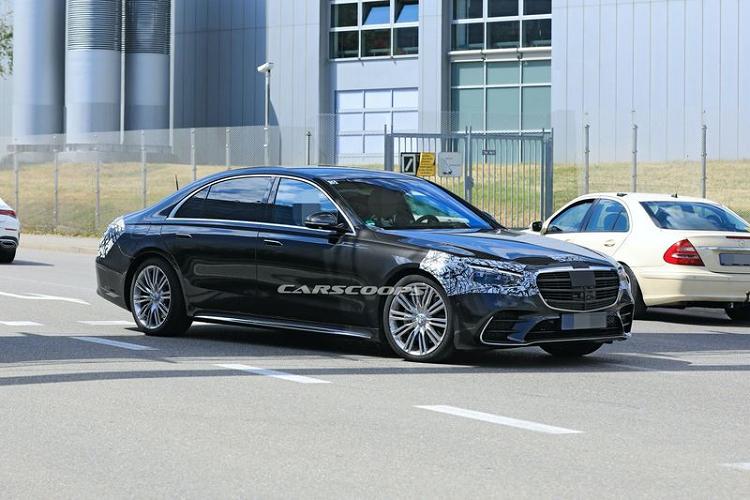 Mercedes S-Class 2021, chiec xe dau tien co tui khi ghe sau-Hinh-2