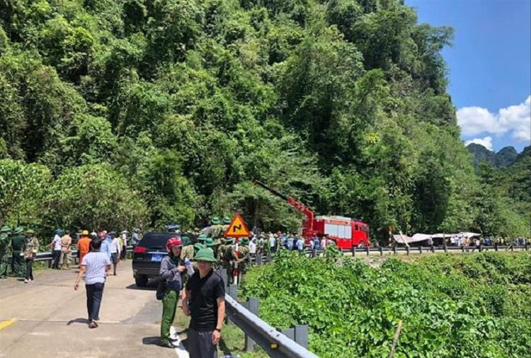 Nhieu nghi van vu xe khach lat o Quang Binh khien 15 nguoi chet