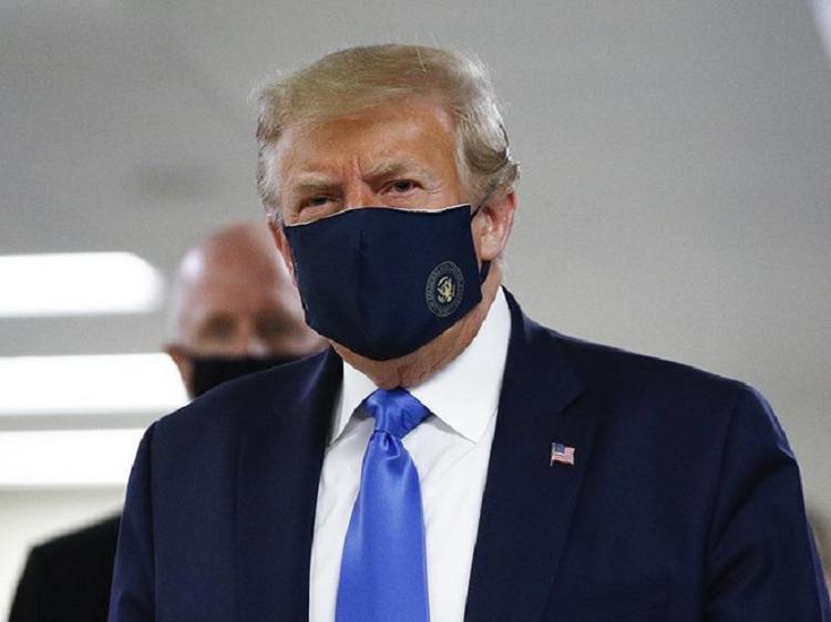 Ong Trump khuyen dan My deo khau trang va thuc hien gian cach