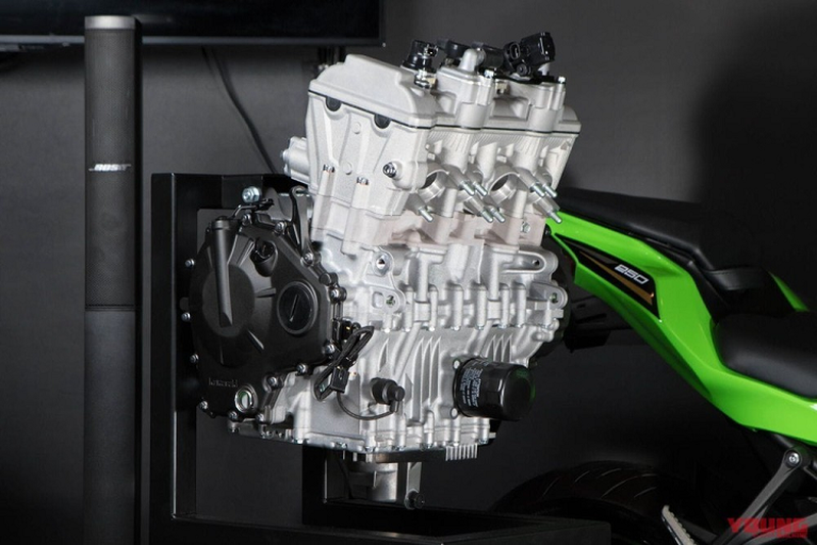 Yamaha bac thong tin xe moto R3 trang bi dong co 4 xy lanh-Hinh-3