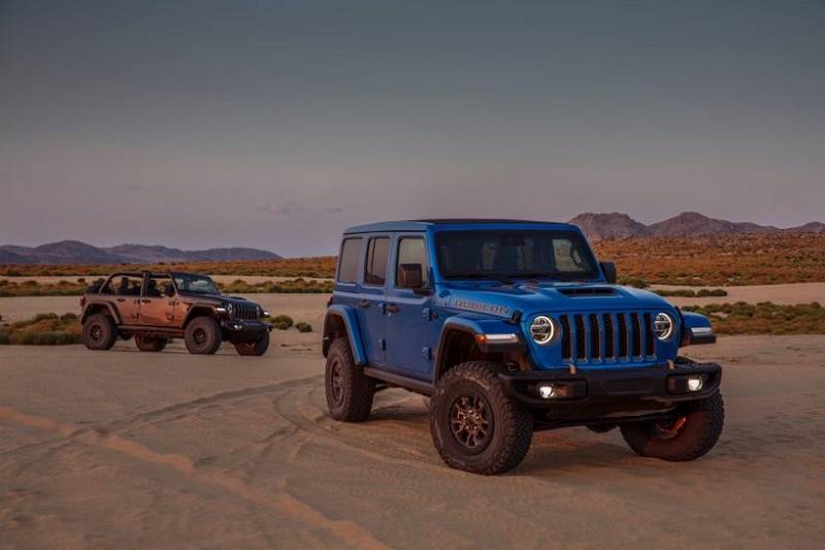 Ra mat Jeep Wrangler 2021 su dung dong co HEMI V8