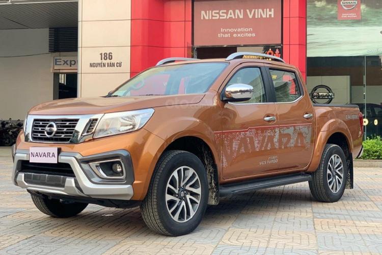 Nissan Navara tai dai ly giam den 50 trieu dong