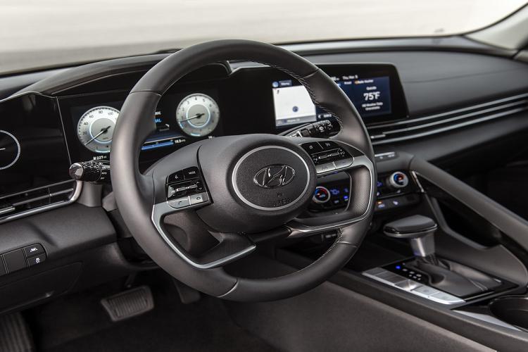 Hyundai Elantra 2021 tu 579 trieu dong tai Malaysia, co ve VN?-Hinh-5