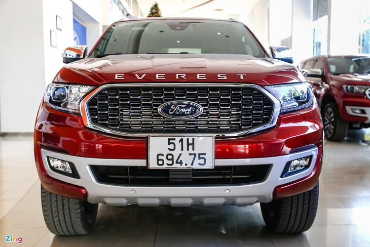 Chi tiet Ford Everest Titanium 2021 tu 999 trieu tai Viet Nam