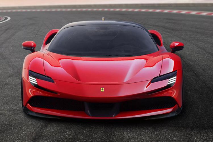 Sieu xe Ferrari 812 GTS va SF90 Stradale la xe cua nam 2020-Hinh-9