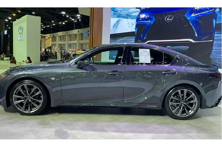 Lexus IS moi tu 2,6 ty dong tai Thai Lan, sap ve Viet Nam-Hinh-3