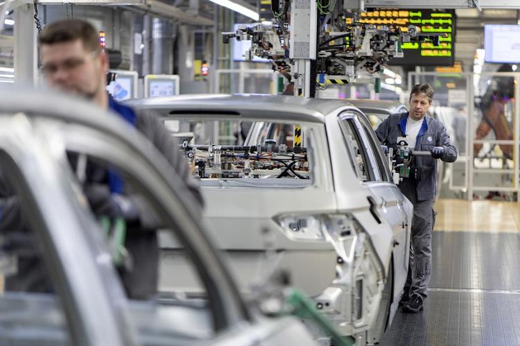 Hàng loạt hãng ôtô phải cắt giảm sản xuất vì thiếu chất bán dẫn