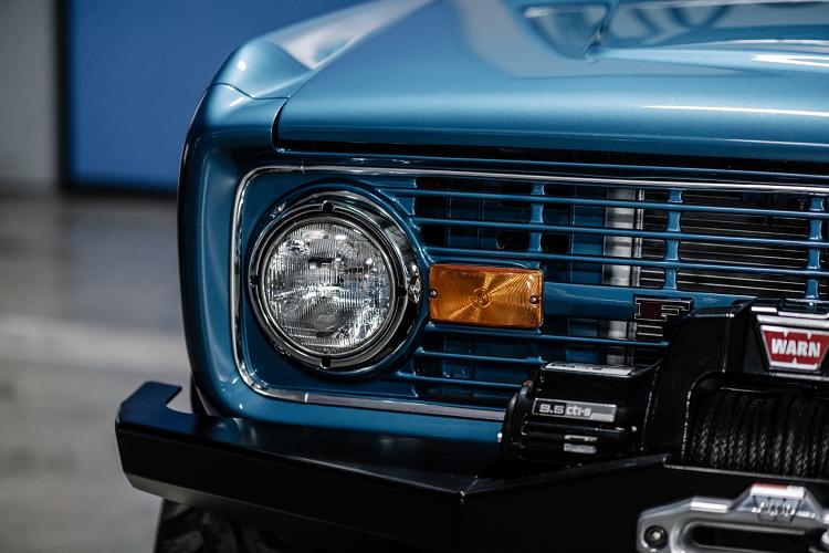 Ford Bronco 1972 dong co Shelby V8 dat gap 4 lan xe moi-Hinh-5