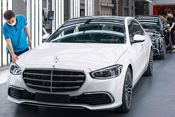 Gan 1.400 xe sang Mercedes-Benz S-Class 2021 dinh loi trieu hoi-Hinh-2