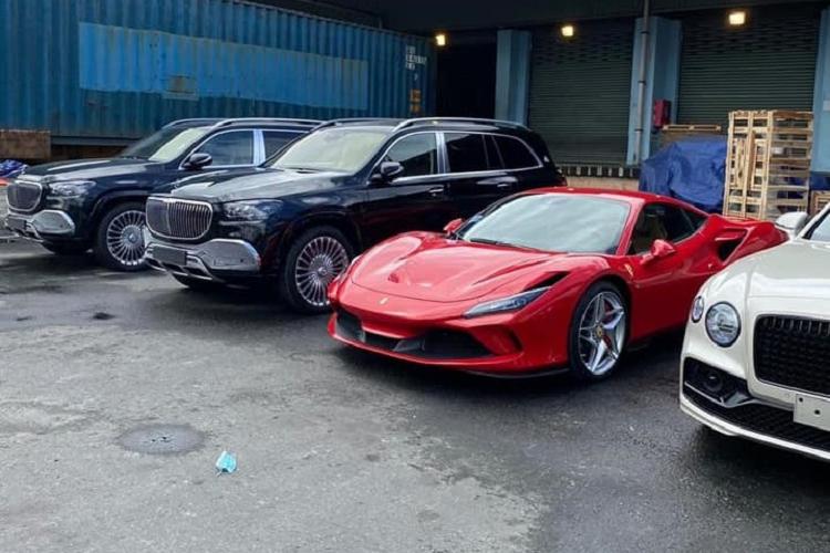 """Cap doi Mercedes-Maybach GLS 600 hon 32 ty ve Viet Nam """"an Tet"""""""
