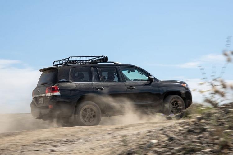 Toyota Land Cruiser sap ngung ban, nguoi dung do xo di mua xe-Hinh-3