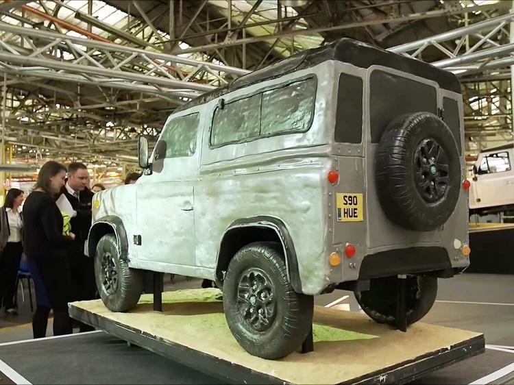 Chiec xe Land Rover Defender nay du cho 2.000 nguoi an no ne-Hinh-2