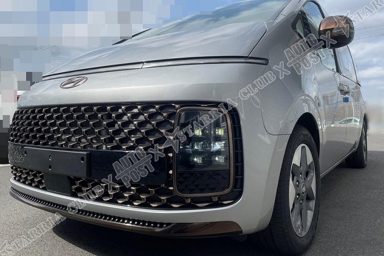 """Chi tiet Hyundai Staria Lounge 2021 tu 556 trieu dong, """"dau"""" Kia Sedona"""