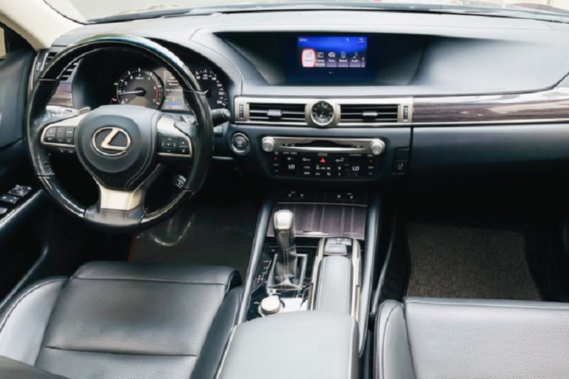 Can canh Lexus GS200t chay 5 nam,