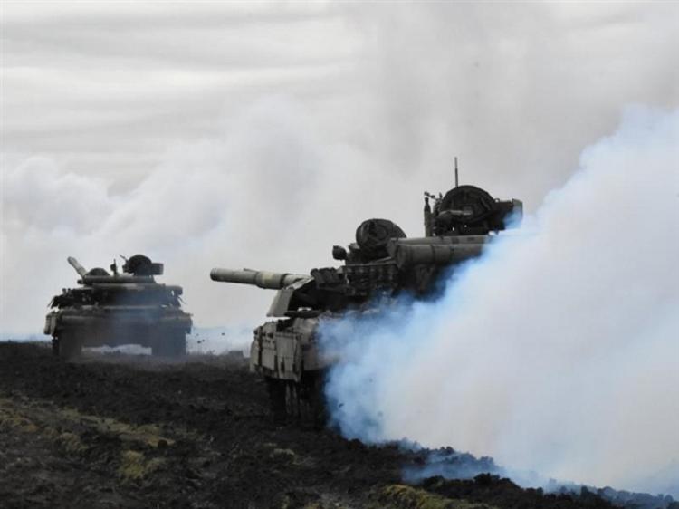Cang thang leo thang, Nga va Ukraine dua nhau tap tran