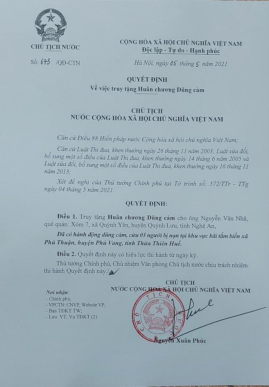 Chu tich nuoc truy tang Huan chuong Dung cam cho sinh vien cuu nguoi duoi nuoc