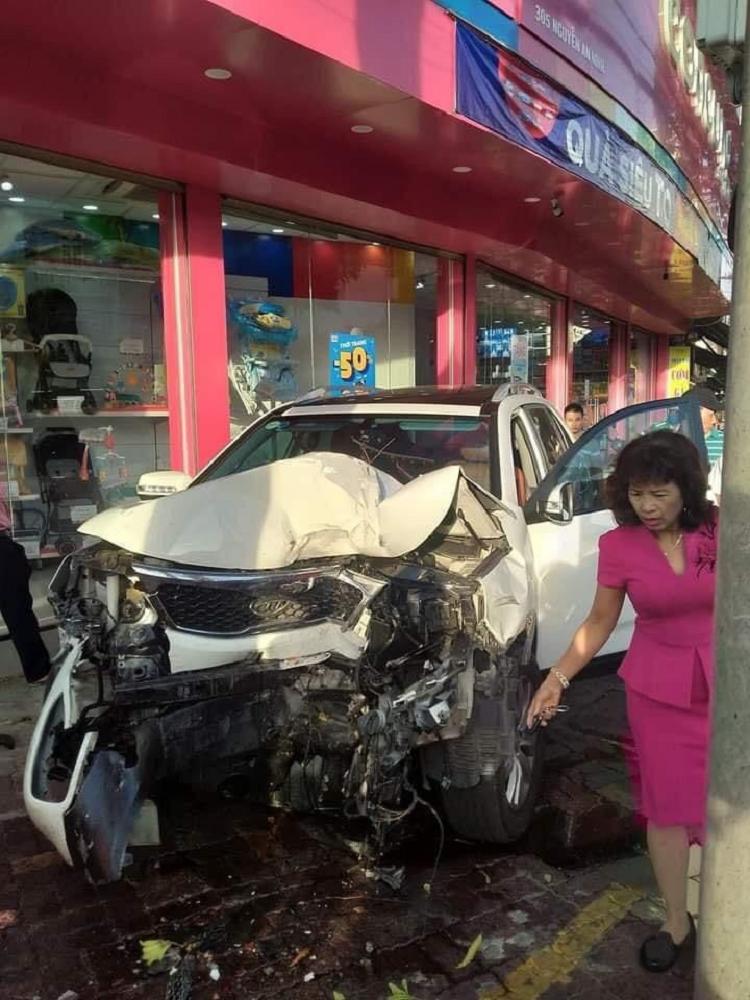 Vung Tau: Nu tai xe dap nham chan ga gay tai nan lien hoan