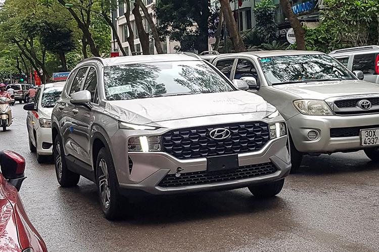 Tom gon Hyundai SantaFe 2021 moi lan banh tai Ha Noi