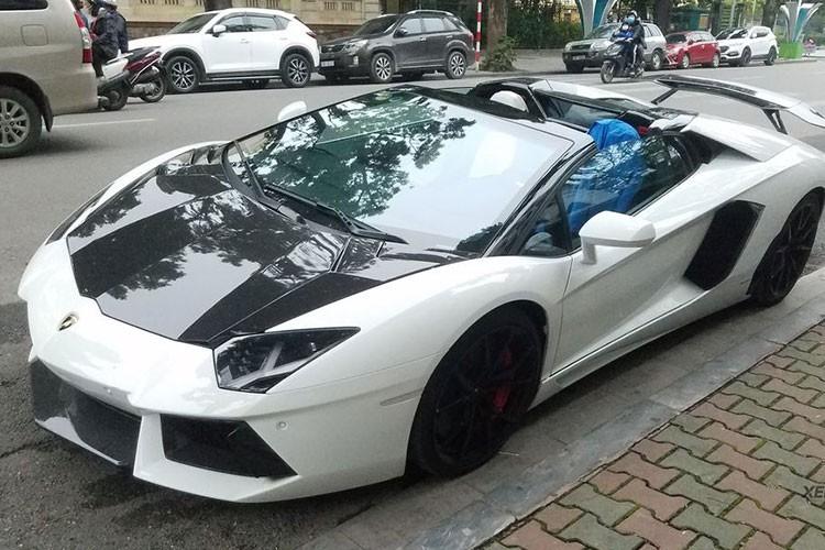 Lamborghini Aventador hon 20 ty bi phu bui,