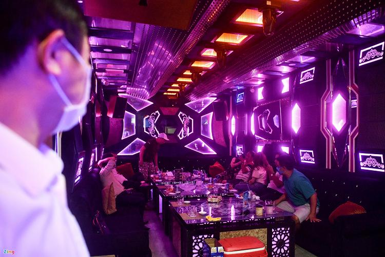 Chinh sach thang 6: Chot cua phong karaoke bi phat toi 20 trieu
