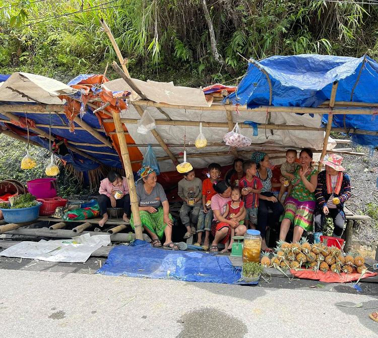 Ong Doan Ngoc Hai quay xe 10km de mua hang tram qua dua chi vi dieu nay-Hinh-4