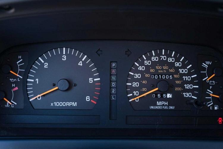 Toyota Land Cruiser 1994 dat ngang Mercedes-Benz G-Class