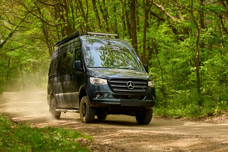 Mercedes-Benz Sprinter do nha di dong