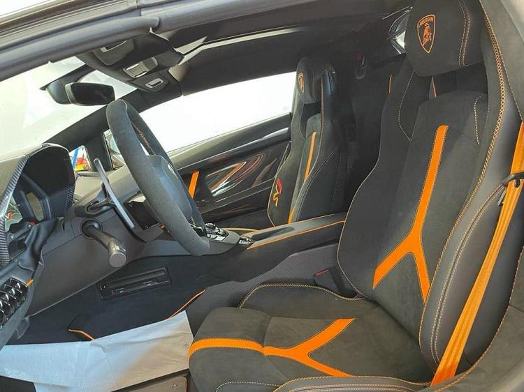 Lamborghini Aventador SVJ Roadster khong duoi 28 ty ve Viet Nam?-Hinh-2