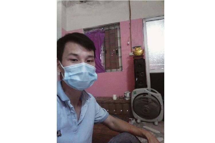 Chang trai mac ket, ngu trong ham di bo o Ha Noi duoc giup do-Hinh-2
