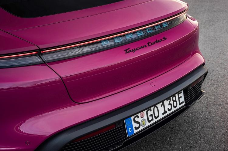 Porsche Taycan 2022 bo xung bi tinh nang do xe bang smartphone-Hinh-2