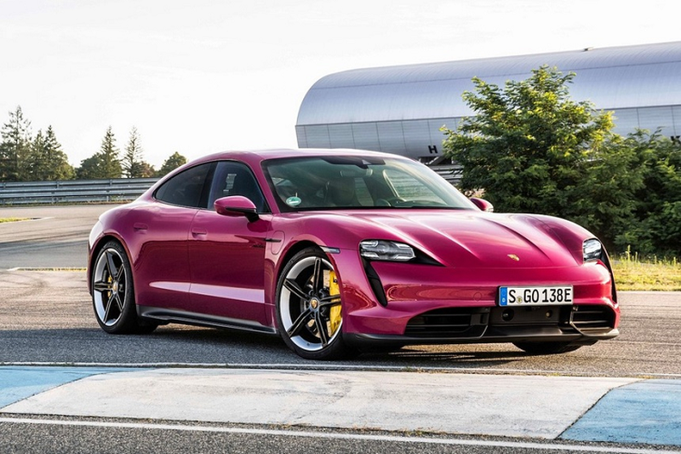 Porsche Taycan 2022 bo xung bi tinh nang do xe bang smartphone
