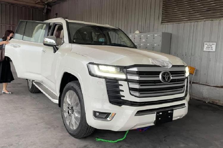 Toyota Land Cruiser 2022 nhap Trung Dong ve Viet Nam, hon 6 ty-Hinh-2