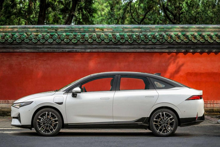 Xpeng P5 2021 - Doi thu Tesla Model 3 chi tu 556 trieu dong-Hinh-2