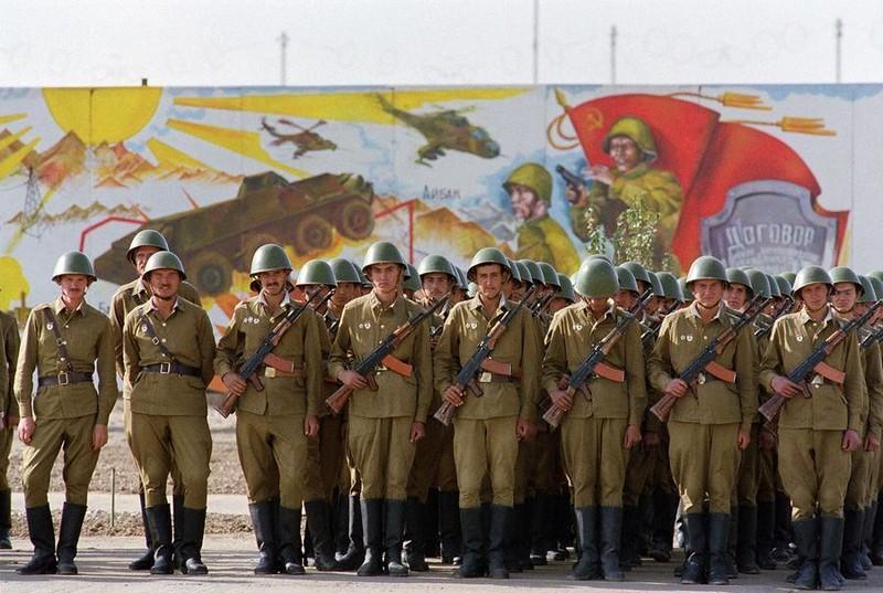 Vu khi Hong quan Lien Xo huy hoang va bi trang o Afghanistan-Hinh-15
