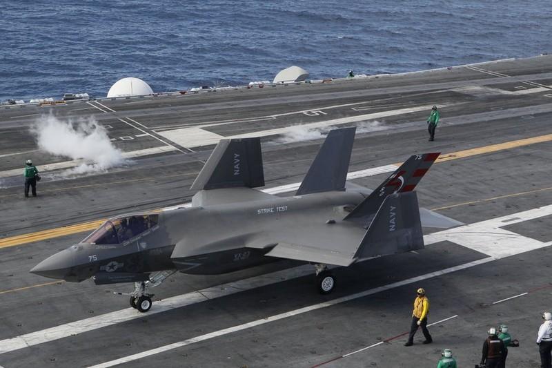 Dang long sieu tiem kich F-35C khong mang duoc ten lua AIM-9X-Hinh-2