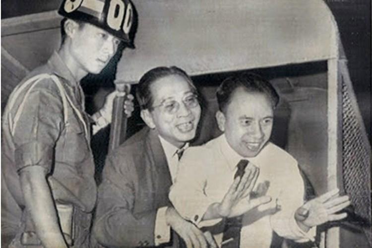 """Bo tu tinh bao huyen thoai cua Viet Nam: """"Ong co van"""" (3)"""