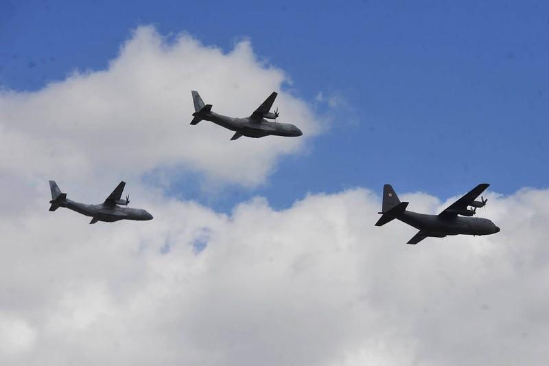 Ky niem 15 nam gia nhap NATO, Ba Lan duyet binh lon chua tung thay-Hinh-11
