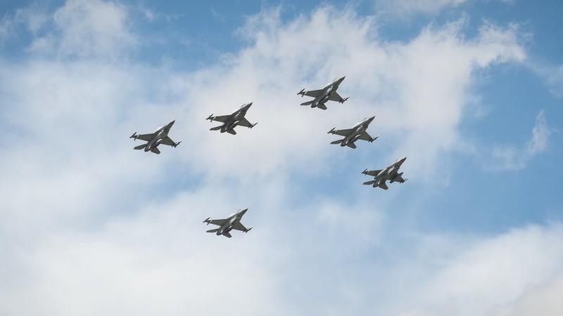 Ky niem 15 nam gia nhap NATO, Ba Lan duyet binh lon chua tung thay-Hinh-12