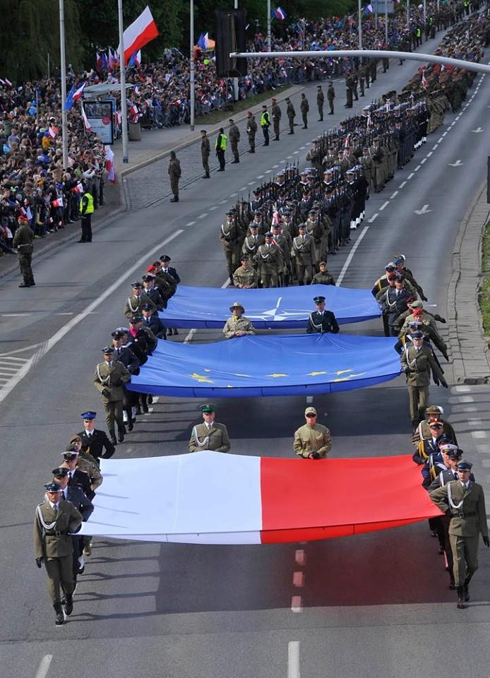 Ky niem 15 nam gia nhap NATO, Ba Lan duyet binh lon chua tung thay-Hinh-4