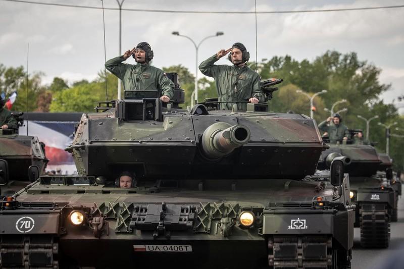 Ky niem 15 nam gia nhap NATO, Ba Lan duyet binh lon chua tung thay-Hinh-5