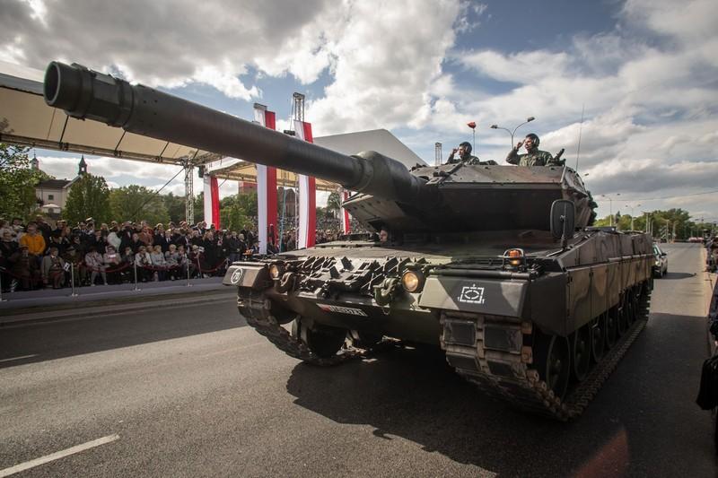 Ky niem 15 nam gia nhap NATO, Ba Lan duyet binh lon chua tung thay-Hinh-6