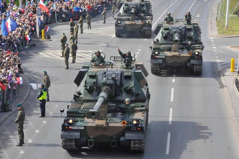 Ky niem 15 nam gia nhap NATO, Ba Lan duyet binh lon chua tung thay-Hinh-7