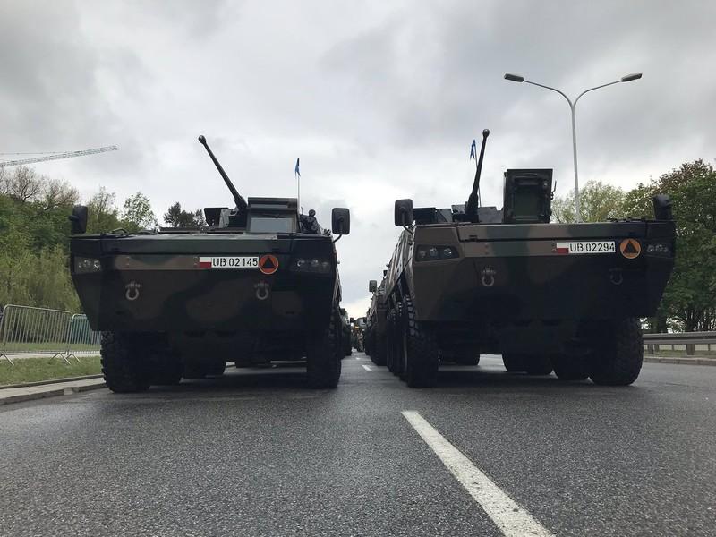 Ky niem 15 nam gia nhap NATO, Ba Lan duyet binh lon chua tung thay-Hinh-8