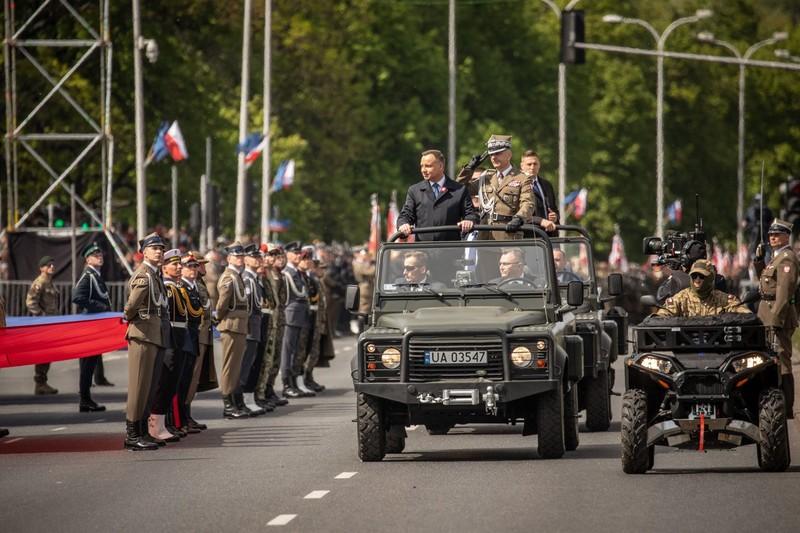 Ky niem 15 nam gia nhap NATO, Ba Lan duyet binh lon chua tung thay
