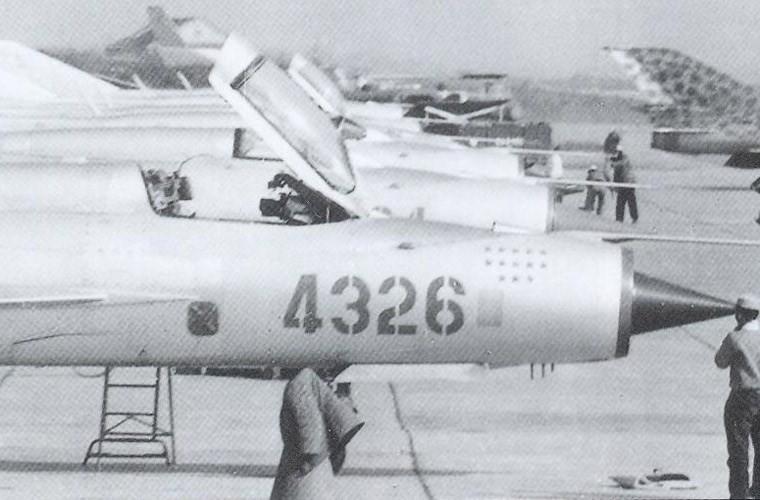 Chi tiet doc la tren nhung chiec MiG-21 dau tien Viet Nam tiep nhan-Hinh-4