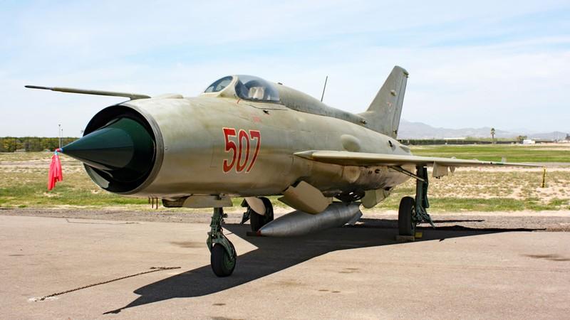 Chi tiet doc la tren nhung chiec MiG-21 dau tien Viet Nam tiep nhan-Hinh-6